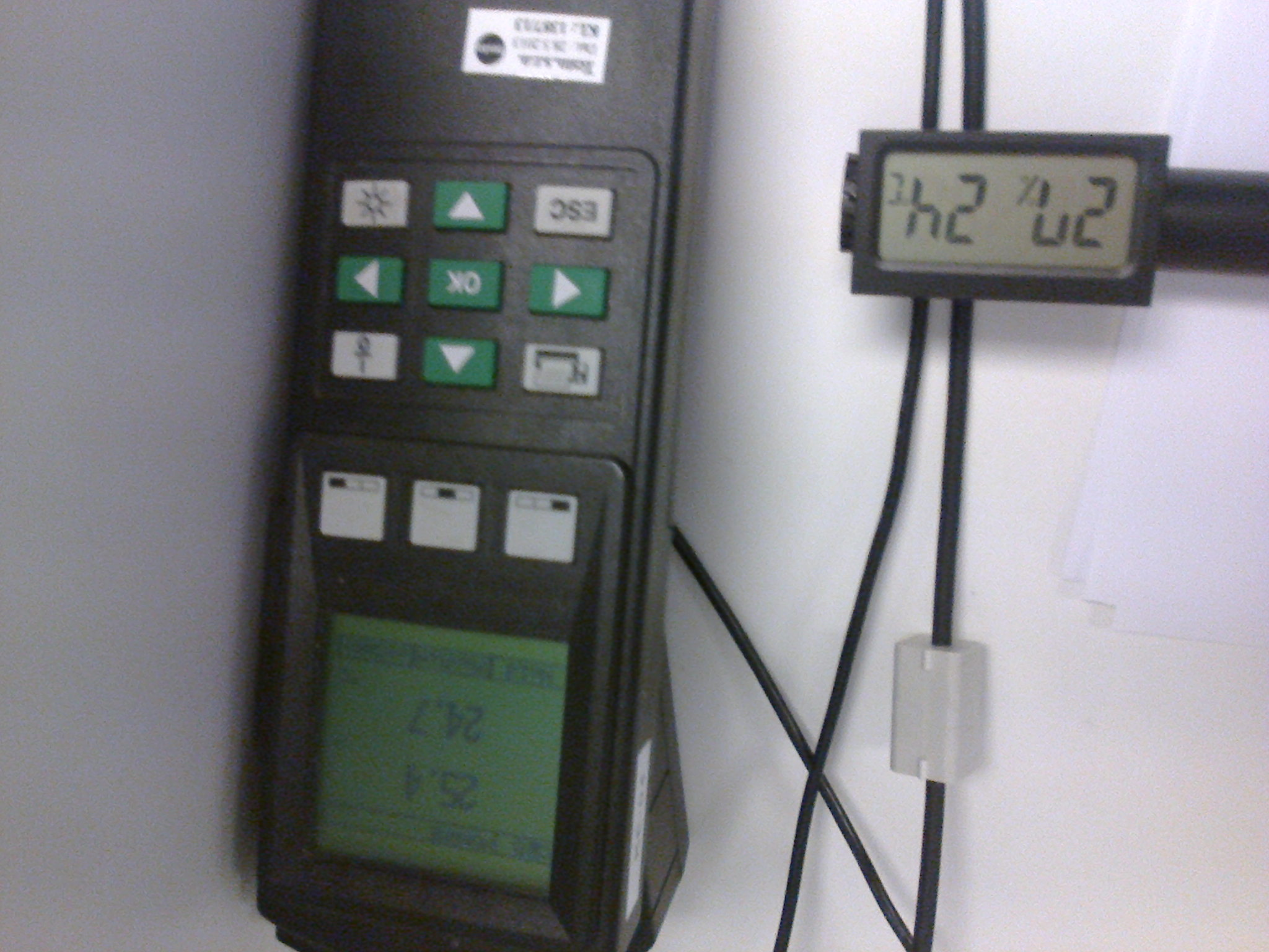 Thermometer   Hygrometer With Integrated Sensors